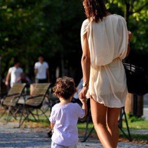 Praktische und stylische Garderobe für Mütter