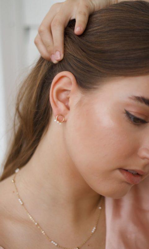 Set aus Ohrringen und Kette